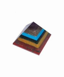 Piramida din cristalele celor 7 chakre