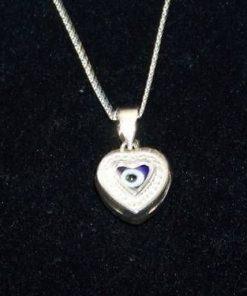 Pandantiv din argint in forma de inima cu Ochiul lui Horus