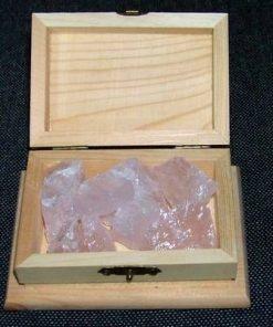 Cufar din lemn cu cristale brute de cuart roz - deosebit!