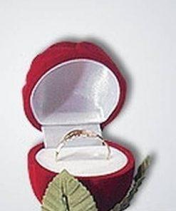 Cutiuta pentru cadoul de logodna - trandafir rosu