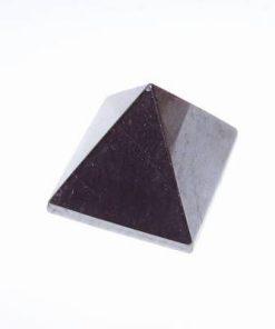 Piramida din hematit