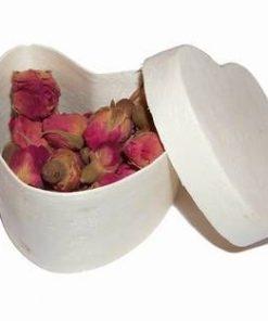 Casetuta in forma de inima cu muguri de trandafiri