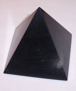 Piramida din onix