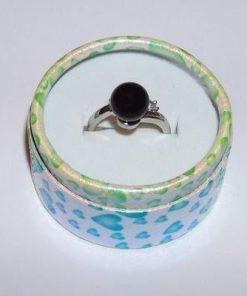 Inel din metal nobil cu sfera de onix