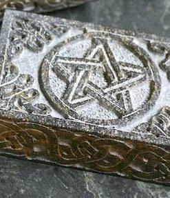 Cutie din aragonit cu pentagrama