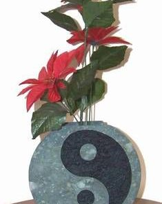 Suport pentru flori, cu Yin-Yang gravat, din piatra